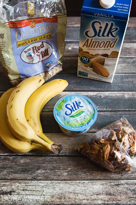 Banana Nut Bread Overnight Oats Recipe |everydayeyecandy.com