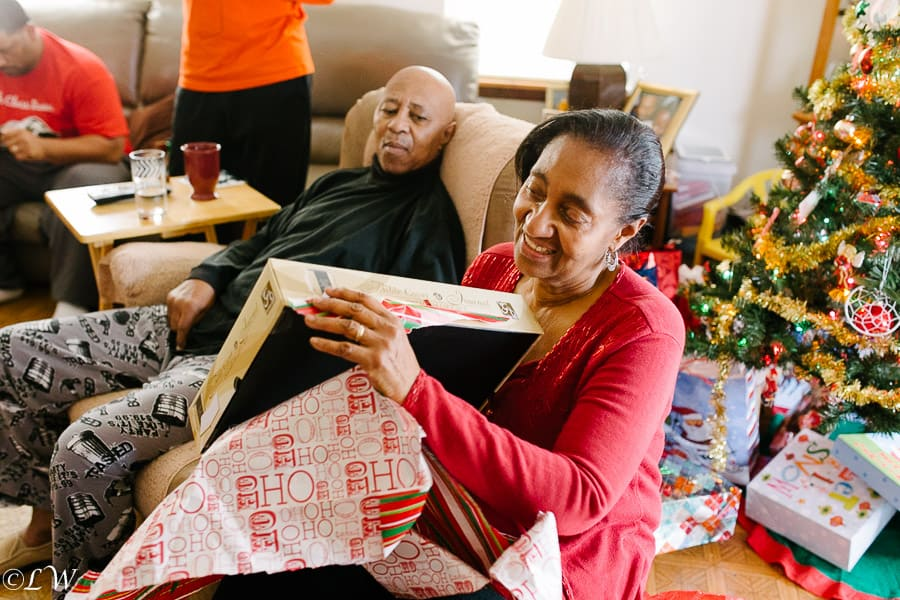 tips for taking photos on christmas morning