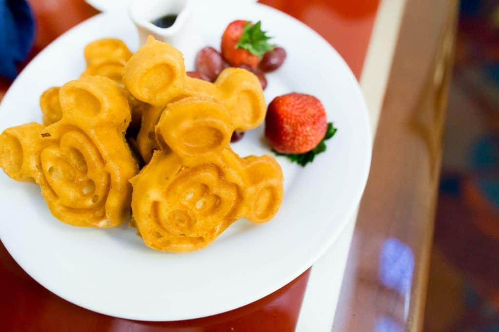 eat gluten free at disney world waffles