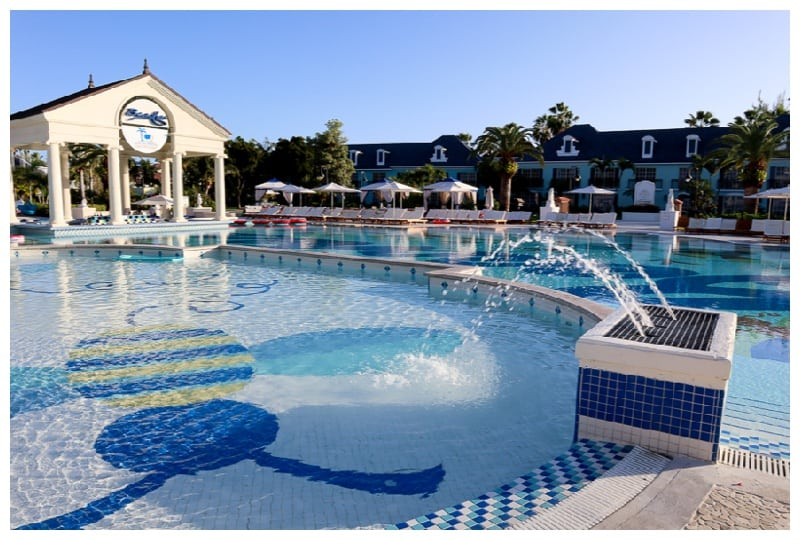 pools to use on a family vacation at beaches resorts