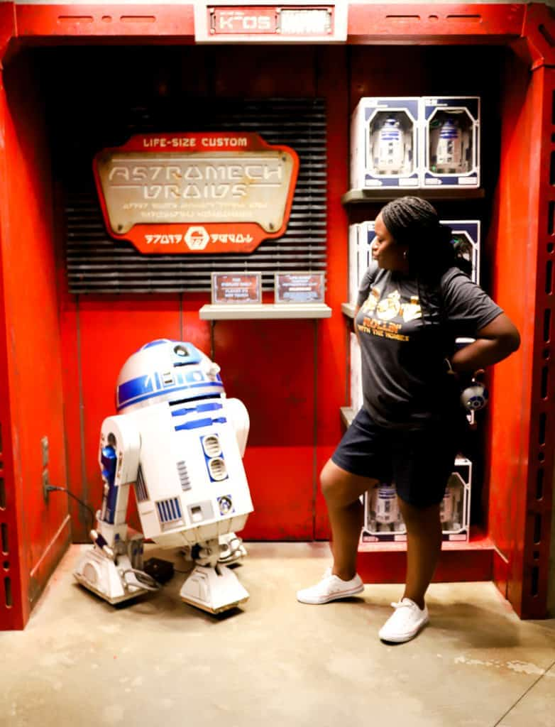 r2d2 at galaxy's edge at disneyworld