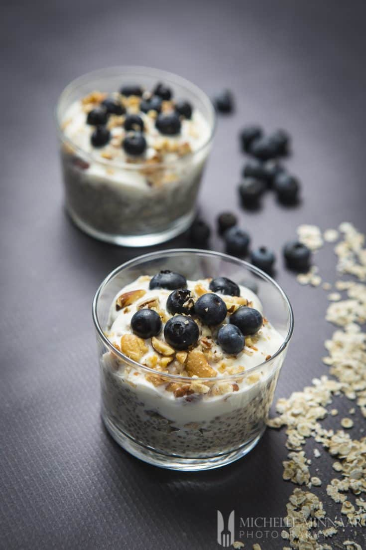 Overnight Oats with Chia and Blueberries - The perfectly healthy breakfast for summer