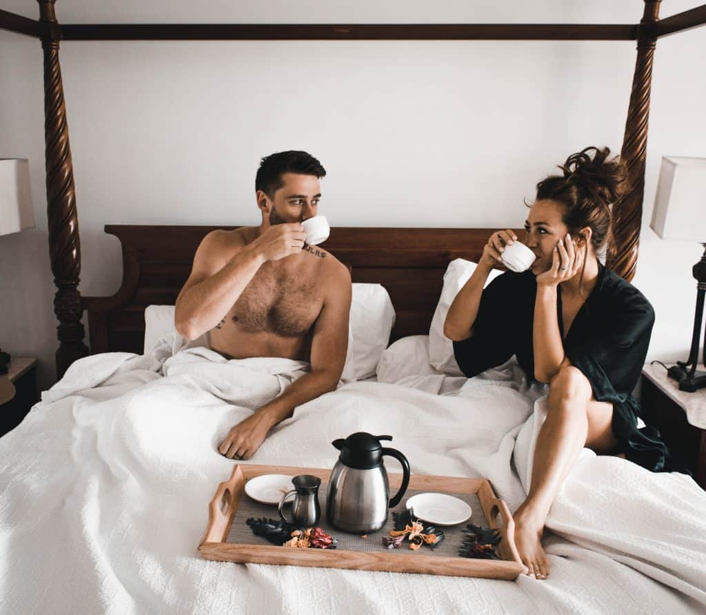 stay at home date ideas for couples : eat breakfast in bed!
